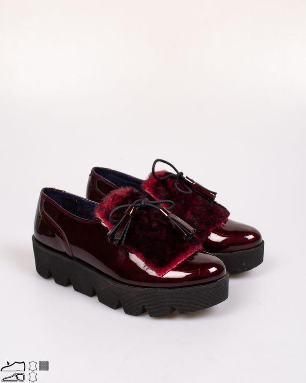 Pantofi-din-piele-naturala-lacuiti-cu-talpa-inalta-si-snur-cu-ciucuri