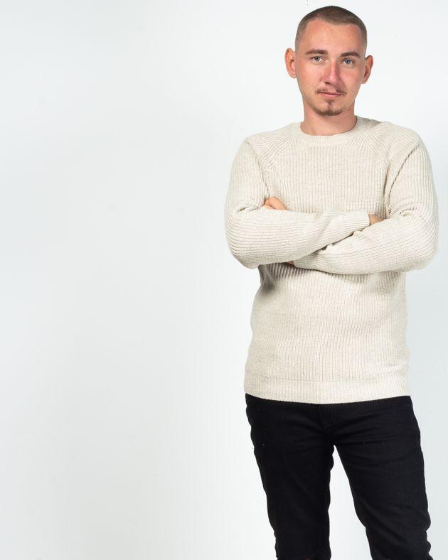 Pulover-gros-tricotat-cu-maneca-lunga