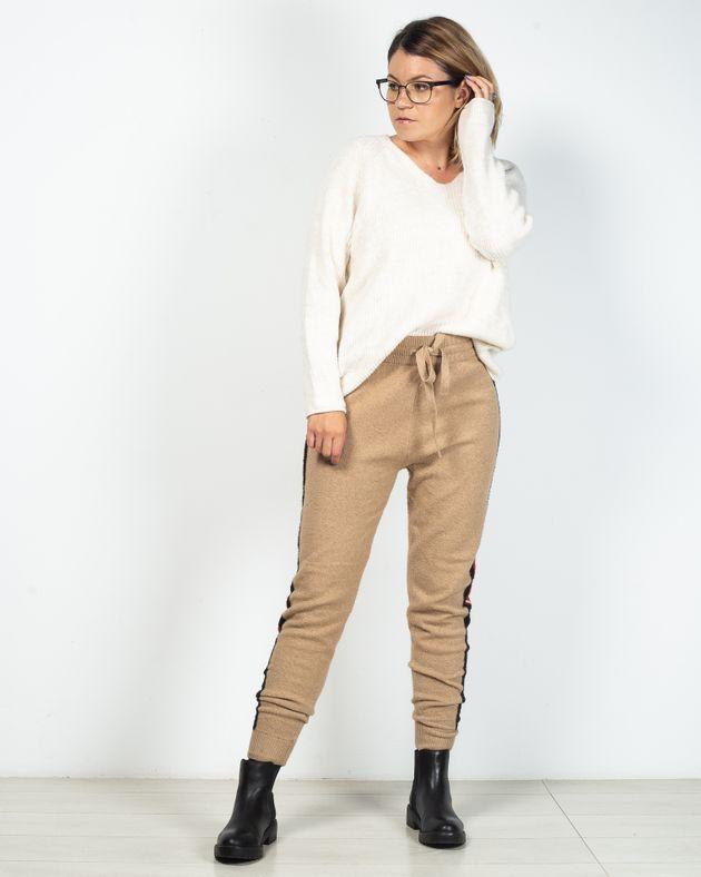 Pantaloni-tricotat-cu-dungi-laterale-si-talie-elastica