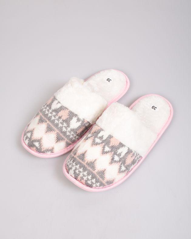 Papuci-de-casa-caldurosi-cu-model-tricotat
