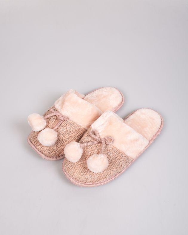 Papuci-de-casa-caldurosi-cu-model-tricotat-si-ciucuri
