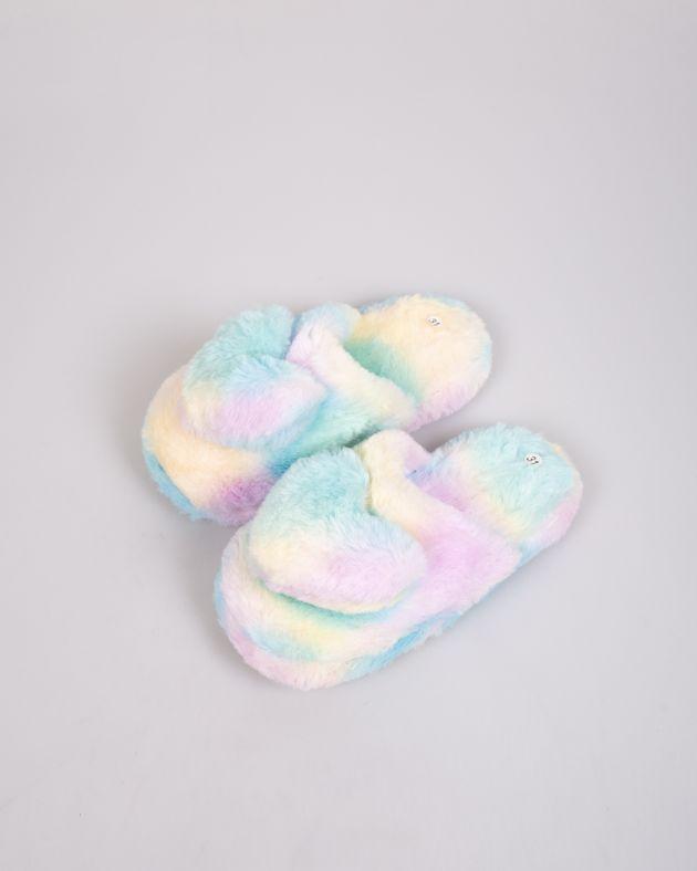Papuci-de-casa-pufosi-cu-inima-decorativa-pentru-copii