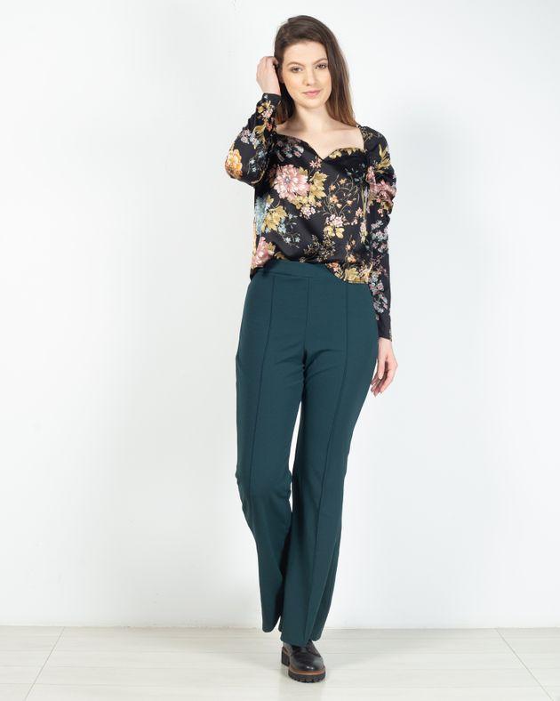 Pantaloni-evazati-cu-talie-inalta-si-elastica