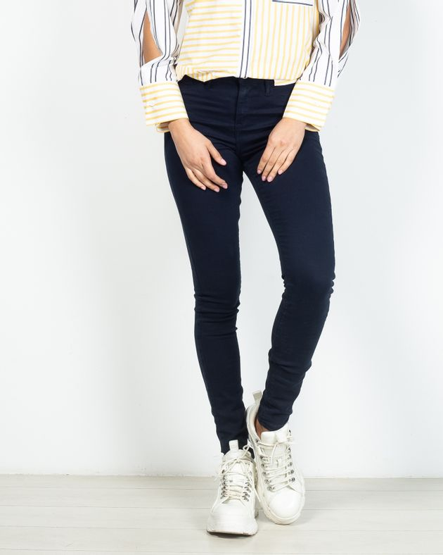 Jeans-skinny-cu-fermoar-si-buzunare-la-spate