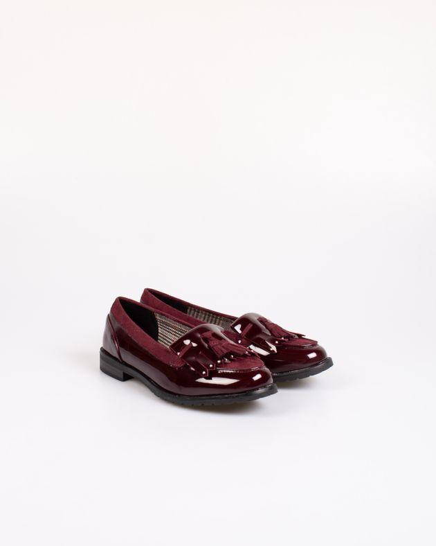 Pantofi-cu-aspect-lacuit-si-ciucuri-decorativi-2030902005